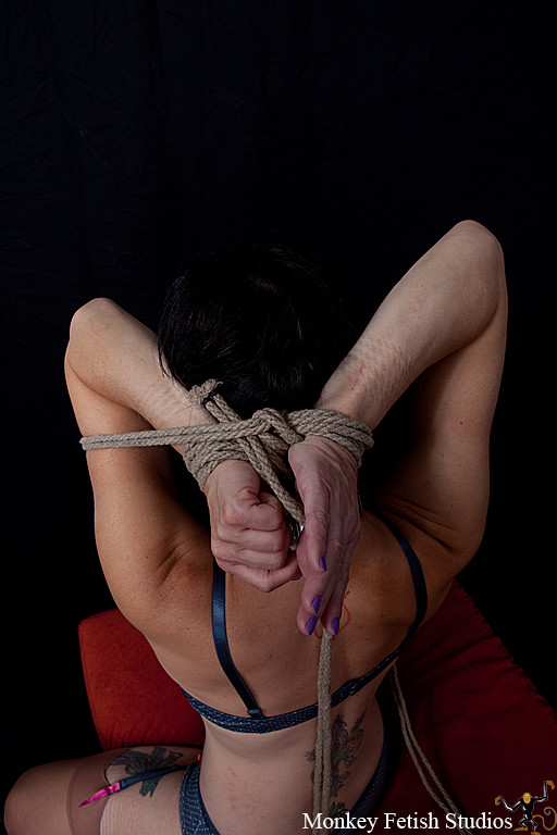 """Step 11 - Feed the tails through the """"bight"""" between the wrists and the working tails. This allows us to change directions and go back the other way. Doing so allows us to better control the tension on the rope as we go."""