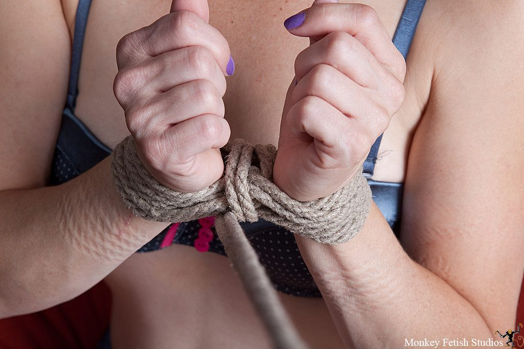 Step 5 - Pass the cinching rope around a second time and pull snug.